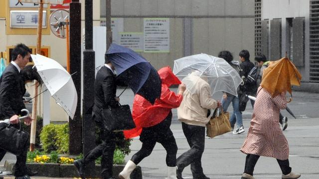 Krachtige tyfoon raast op Japan af