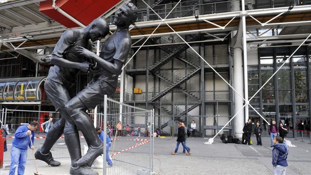 standbeeld-kopstoot-zidane-onthuld-in-parijs.jpg