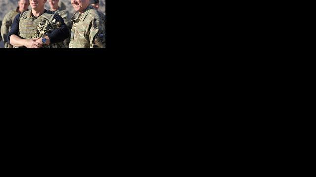 Daniel Craig bezoekt troepen in Afghanistan