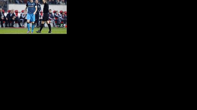 Van Bommel op weg naar recordaantal gele kaarten