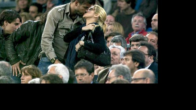 Trotse Gerard Piqué showt foto van baby Milan