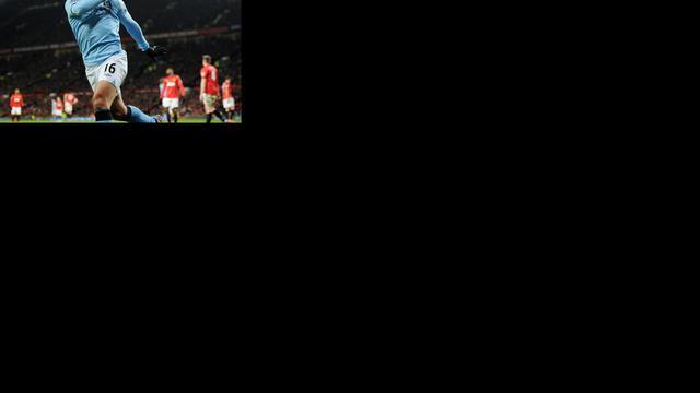 Van Persie verliest stadsderby met United