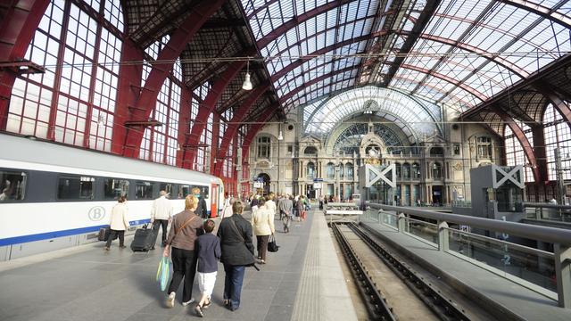 Veiligheidspoortjes op grote treinstations in België