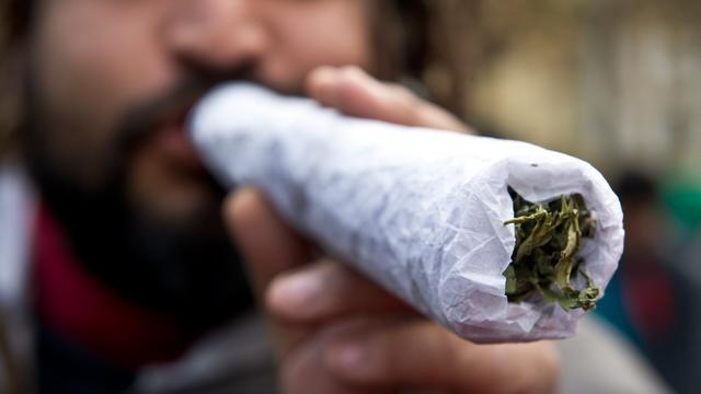 17-jarige drugsdealer opgepakt, politie vindt 6000 euro contant geld