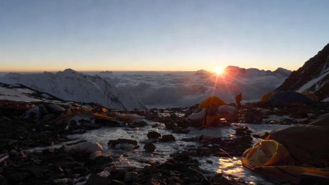 'Deel helm van bergbeklimmer Wilson gevonden bij zoektocht Himalaya'