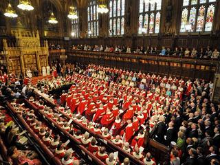 Britse premier verder onder druk gezet vanwege haar brexitplannen