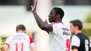 Algemeen directeur Van Schaik van Utrecht laat weten dat zijn club bezig is met het aantrekken van een spits.