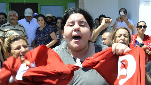 Duizenden bij uitvaart vermoorde politicus Tunesië