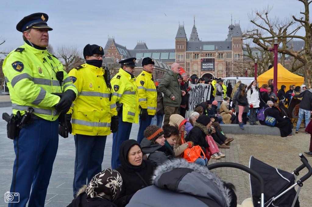 Demonstratie in amsterdam tegen het vluchtelingenbeleid for Demonstratie amsterdam