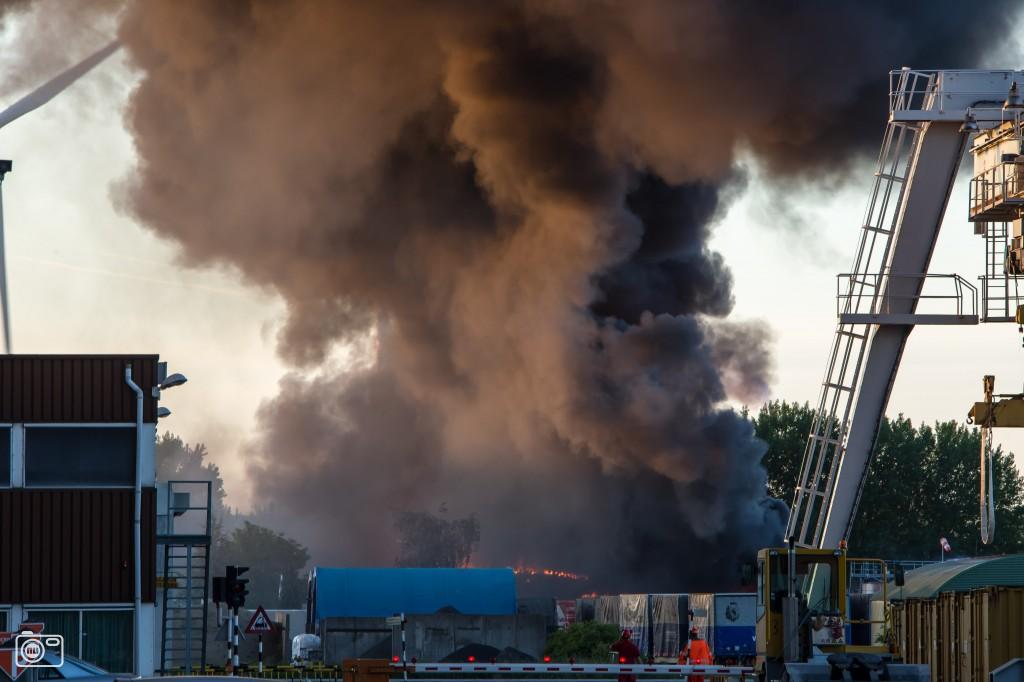 Explosie en brand chemiebedrijf Oosterhout foto 360700 ...