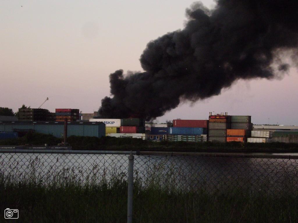 Grote brand in chemie-overslagbedrijf te Oosterhout nb ...