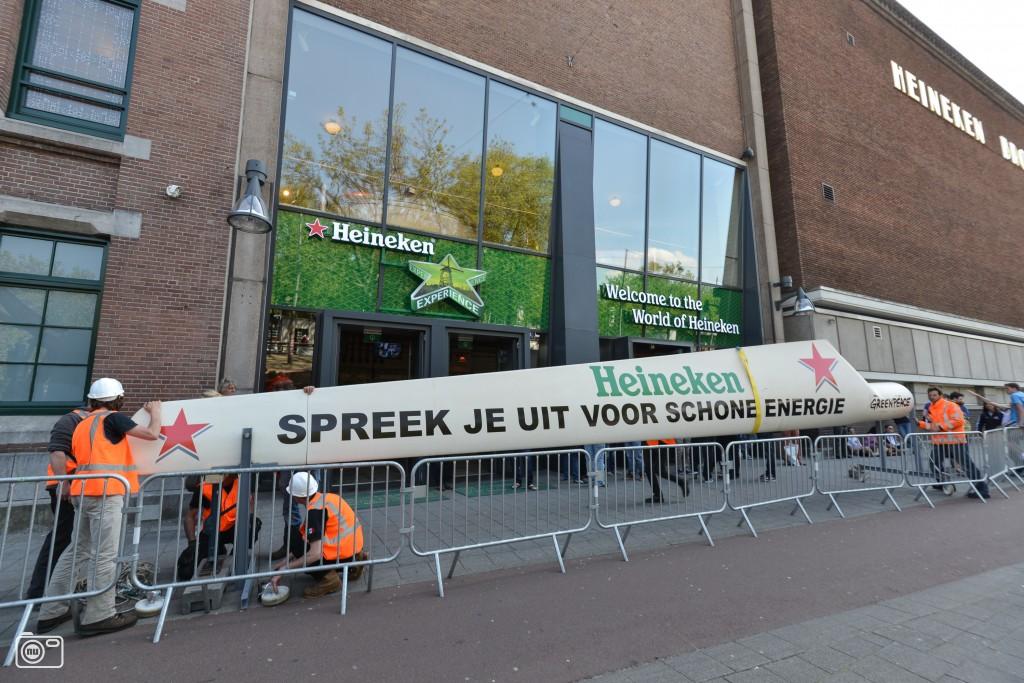Dsm Keukens Actie : Greenpeace voert actie bij Heineken Amsterdam foto 360928
