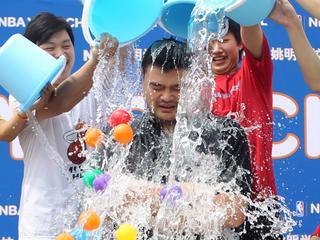 Ice Bucket Challenge levert miljoen euro op