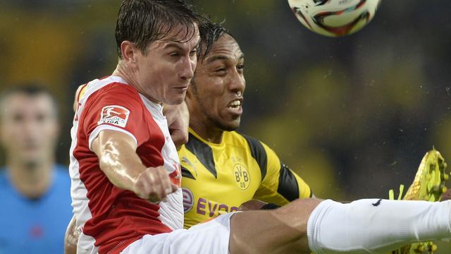 Verhaegh verliest met Augsburg van Borussia Dortmund