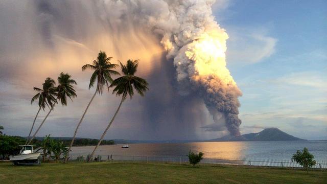 Vulkaan Papoea-Nieuw-Guinea barst uit