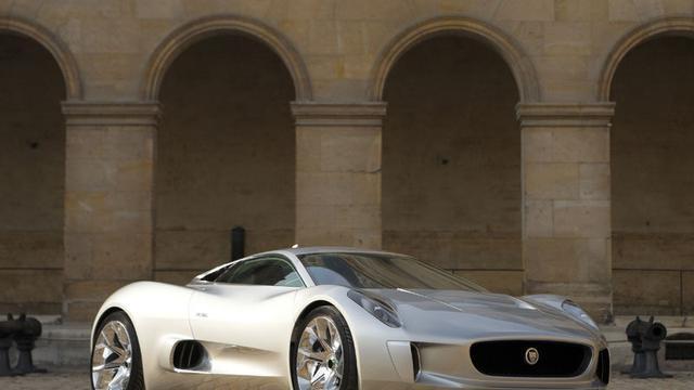 Jaguar C-X75 verschijnt in James Bond