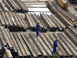 Brussel kijkt naar drie Chinese staalproducten