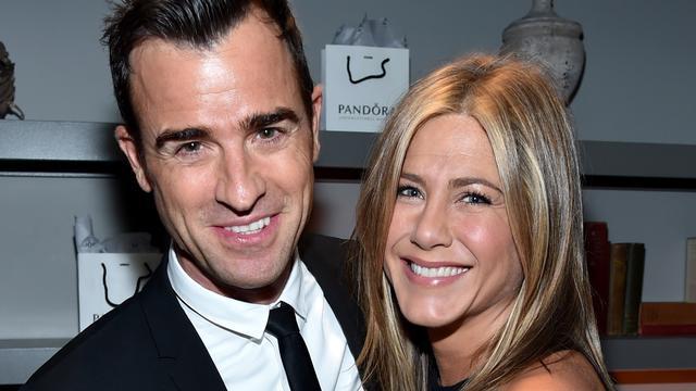 'Jennifer Aniston zonder verlovingsring op pad'