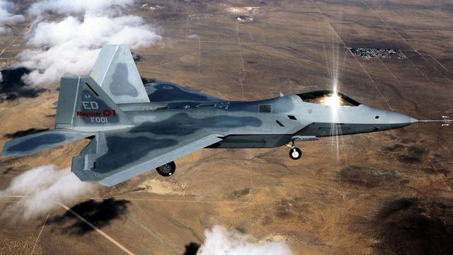 Luchtmacht VS begeleidt passagierstoestel na incident met passagier