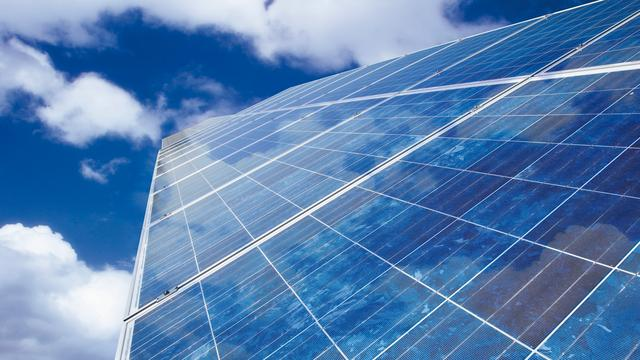 Grootste zonnepark van Nederland geopend in Delfzijl