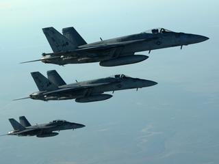 Nieuwe premier haalt gevechtsvliegtuigen uit strijd