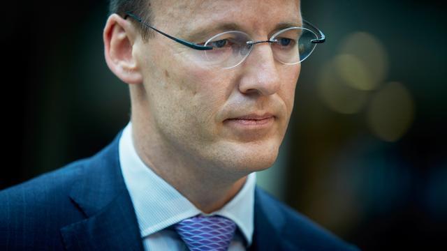 DNB-baas Knot oppert extra bezuinigingen