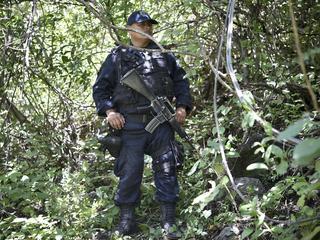 Autoriteiten zetten drones, duikers en tienduizend federale agenten in