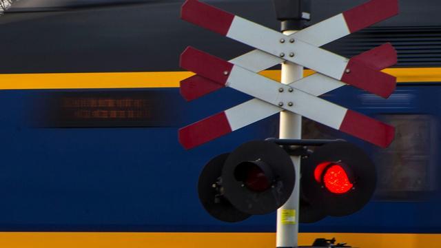 ProRail en OM gaan starten met flitspaal bij spoorwegovergangen