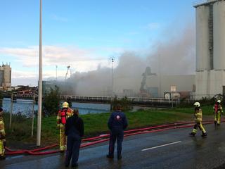 Luchtalarm in Kampen voor schadelijke rook door afvalbrand