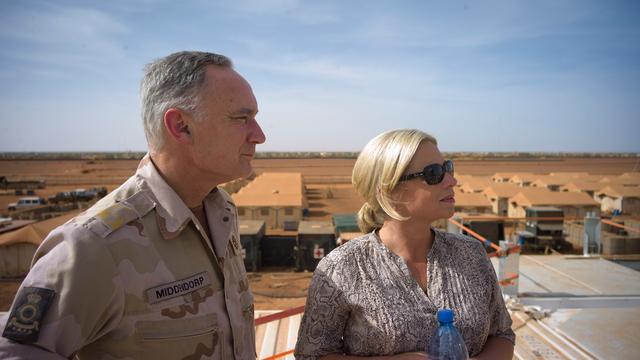 Minister Hennis bezoekt troepen in Mali