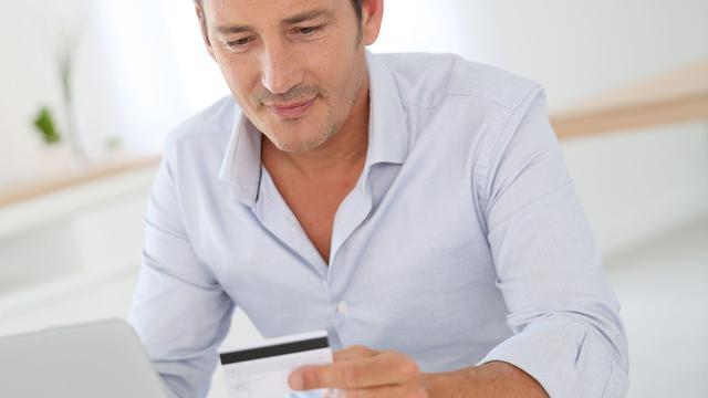 'Mannen hebben vaker spijt van online winkelen'