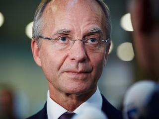 Minister spreekt ook met bestuurders Groningen