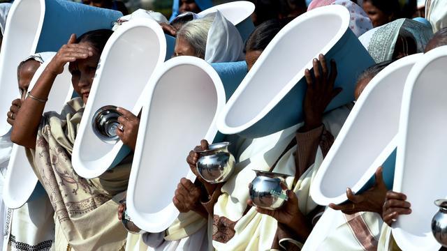 Toilettenparade trekt duizenden Indiërs