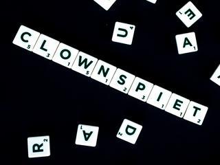 Onder meer clownspiet, dagobertducktaks, en moestuinsocialisme maken kans op titel