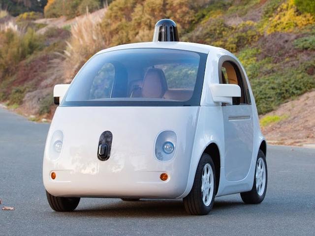 'Google overweegt draadloos opladen voor zelfrijdende auto'