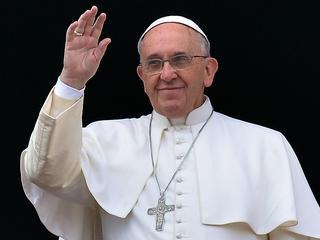 'Maak benodigde hulp en behandelingen beschikbaar', aldus Franciscus in jaarlijkse kersttoespraak