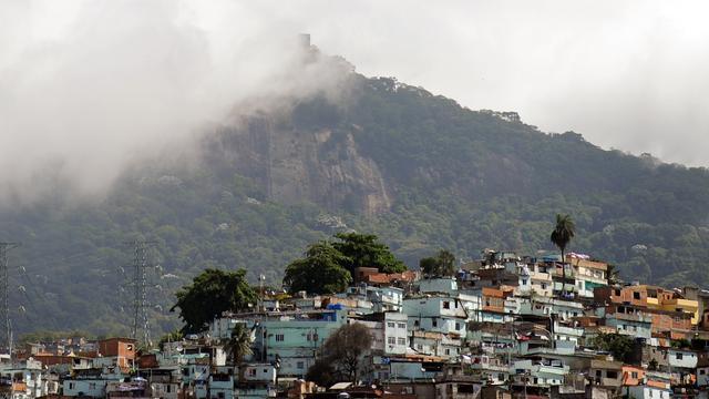 Zeker acht doden en tientallen gewonden bij busongeluk Brazilië
