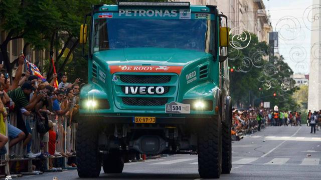 Trucker Stacey zegeviert in Dakar Rally voor Versluis en De Rooy