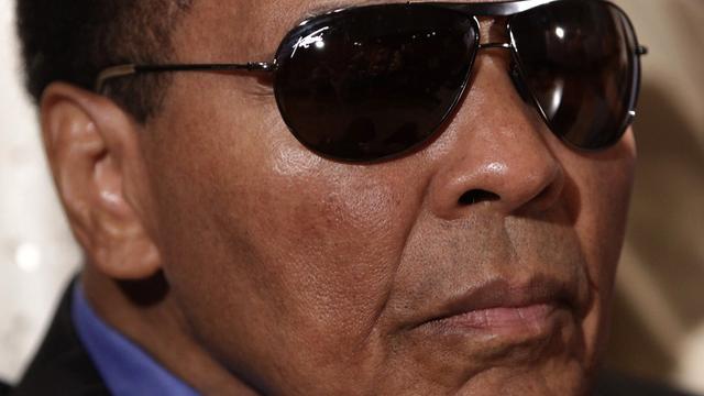 Bokslegende Muhammad Ali uit voorzorg opgenomen in ziekenhuis