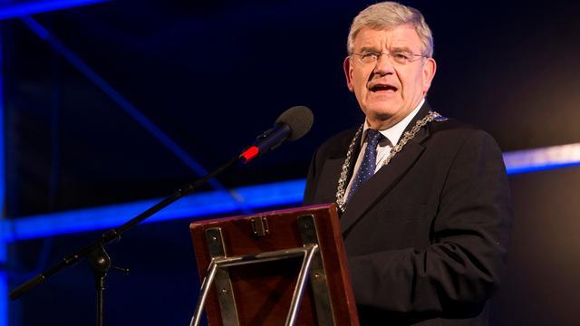 Van Zanen vindt dat Den Haag 'met poten' van gemeenten moet afblijven