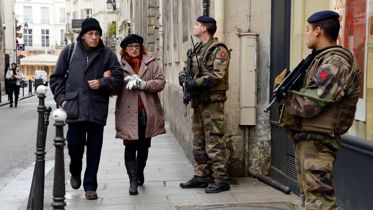 Whatsappen na Parijs: hoe Hanna (18) haar vader een lesje leert