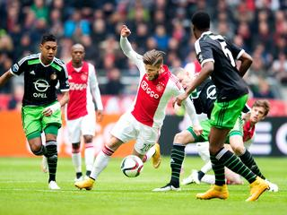 PSV profiteert van remise bij Ajax-Feyenoord