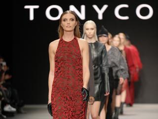 Modeontwerper toont voor het eerst een mannencollectie