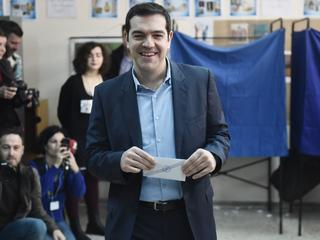 Griekse premier matigt toon