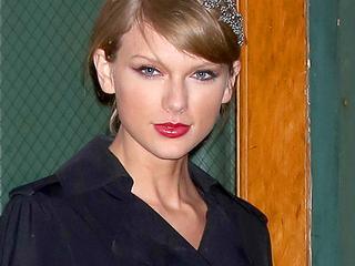 Daders dreigden naaktfoto's van zangeres te verspreiden