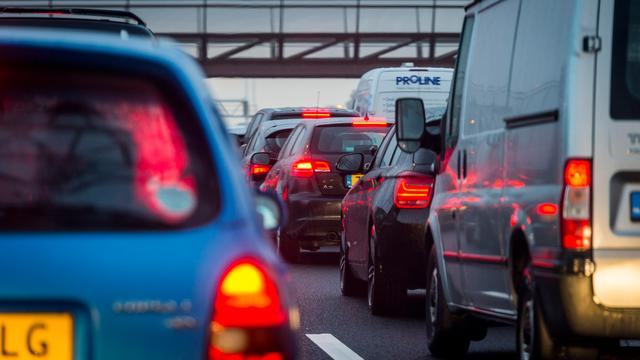 Lange files op A1 door ongevallen