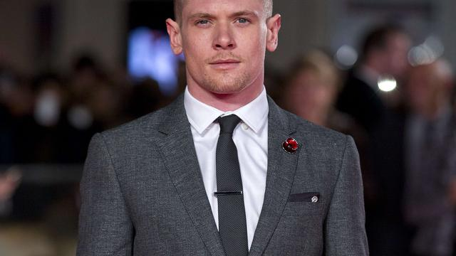 Jack O'Connell speelt Alexander McQueen in biopic