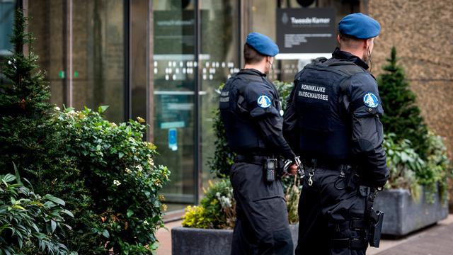 Marechaussee neemt beveiliging joodse objecten over van Haagse politie