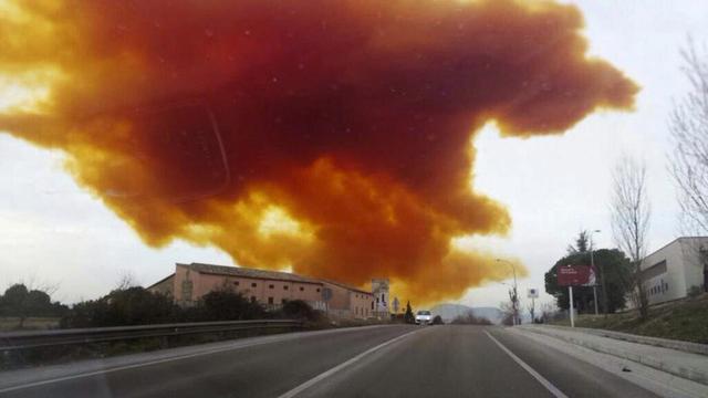 Giftige wolk trekt over Spaanse dorpen na chemische reactie in magazijn