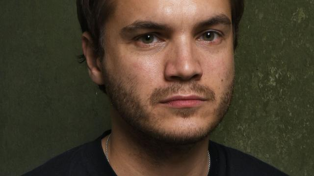 Emile Hirsch grijpt filmproducente naar keel